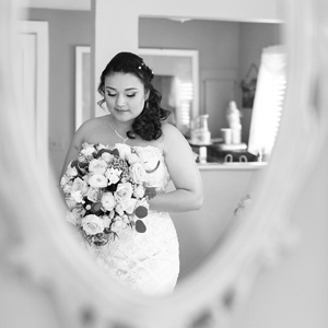 Country-Villa-Bride-in-mirror