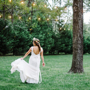 Country-Villa-Bride-Walking-photo-ops