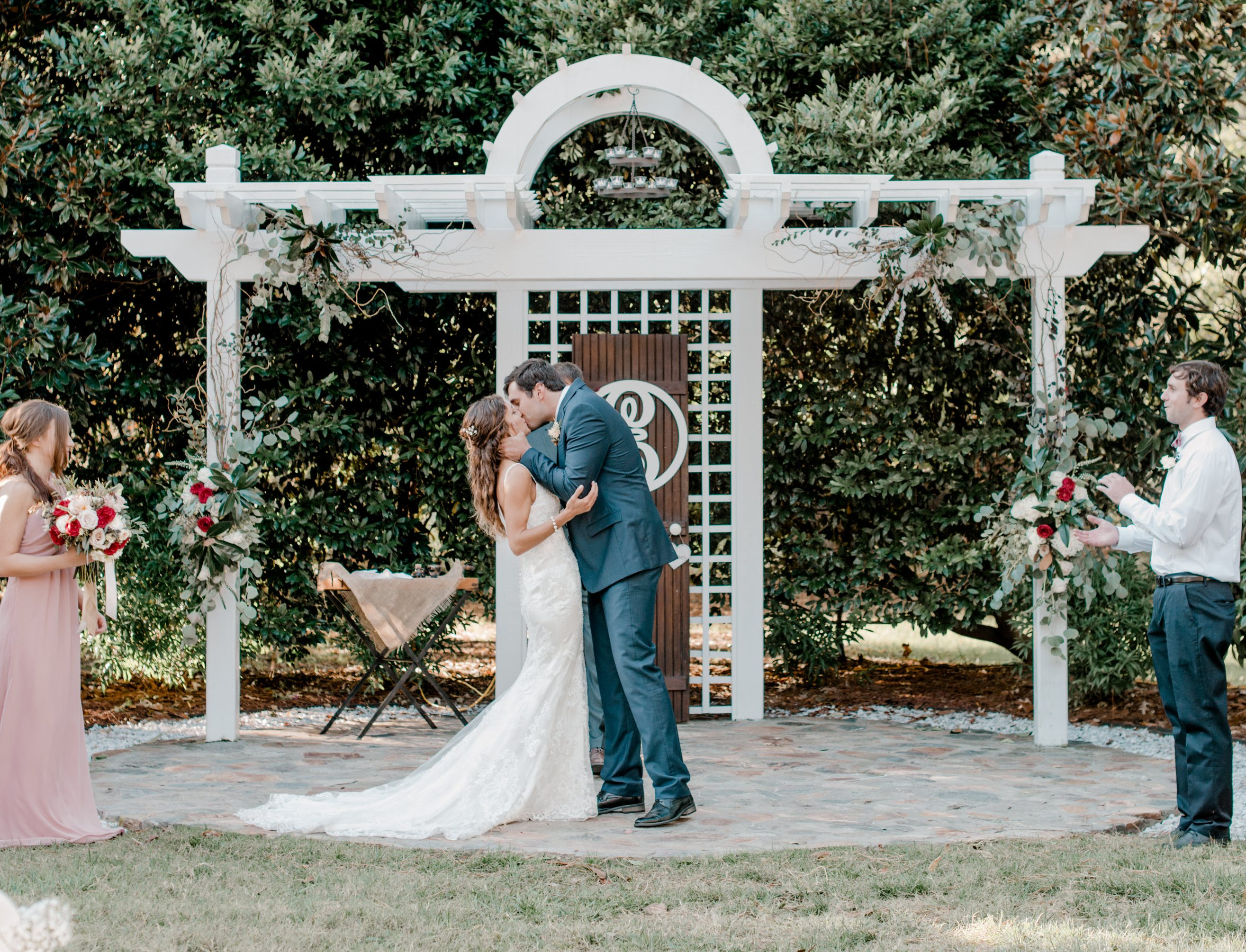 Country-Villa-The-Altar-Bride-Groom-Kissing