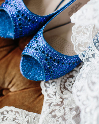 Country-Villa-Brides-cottage-blue-shoes-homepage
